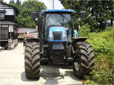 高橋剛氏自宅の巨大なトラクター